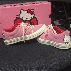 Converse Hellokitty Suede low top